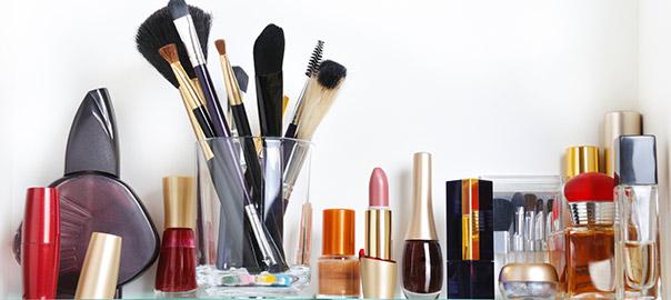 Wie lange hält Kosmetik?