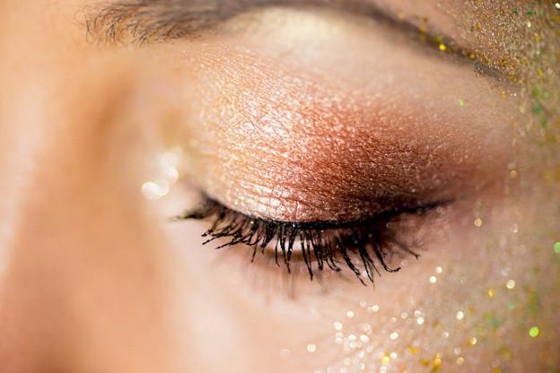 Farbe im Winter - Makeup mit Glitzer